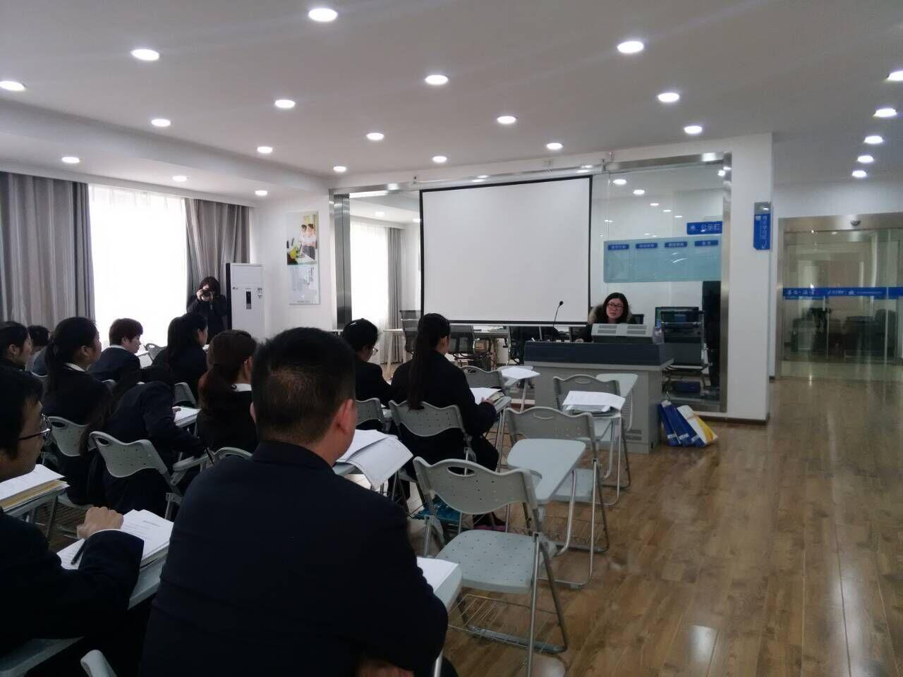 兴鸿翔培训讲师针对汉十高速入职员工开展保险知识讲座