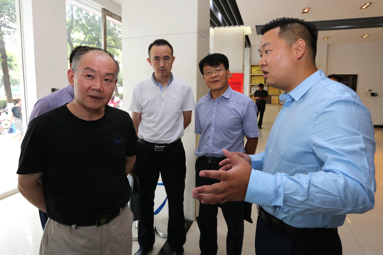 湖北省工商局杨局长及其他领导到兴鸿翔公司莅临指导