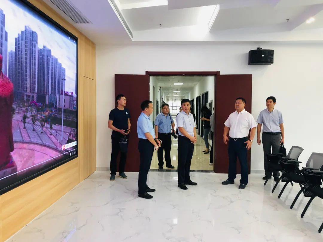 贝博哪里可以下载市委组织部刘国安副部长一行领导调研兴鸿翔公司襄城人才超市工作